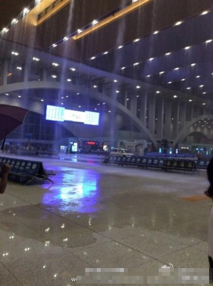 有网友分析,石家庄新火车站漏雨的原因是设计问题导致,新站